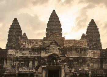 La cité royale d'Angkor, près de Siem Reap, est une attraction touristique majeure au Cambodge