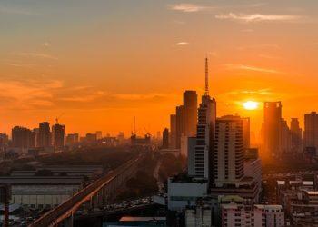 Vue sur Bangkok, la capitale thaïlandaise, au lever du jour