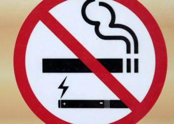 Un panneau d'interdiction de fumer