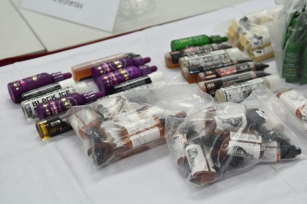Des flacons d'e-liquide destinés aux cigarettes électroniques, interdites en Thaïlande