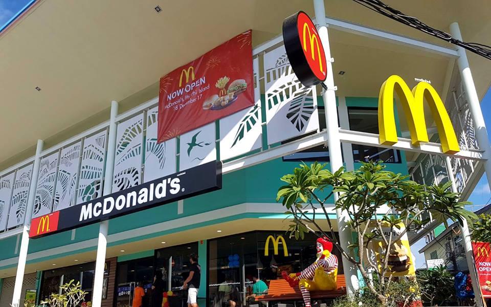 La célèbre chaîne de restauration rapide américaine McDonald's vient d'ouvrir son premier restaurant sur l'île touristique de Koh Phi Phi