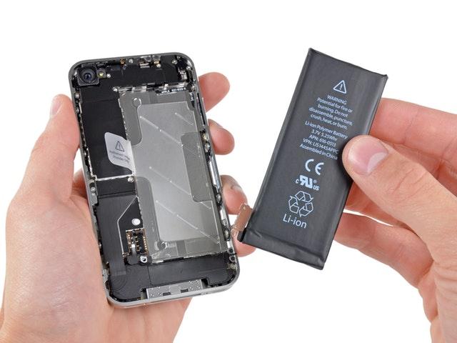 Apple proposera bientôt un tarif réduit pour le remplacement d'une batterie d'iPhone suite au scandale de ces derniers jours