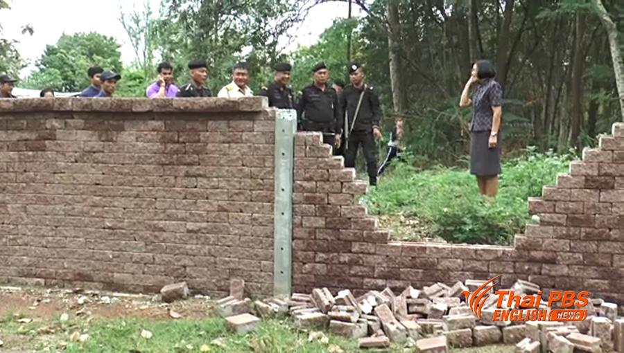 Dans la province de Chachoengsao, des éléphants sauvages visitent régulièrement un établissement scolaire