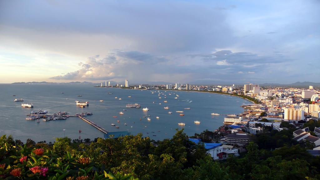 Vue sur Pattaya depuis la colline de Pratumnak
