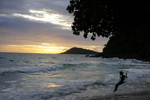 Une plage de Koh Samet au coucher du soleil