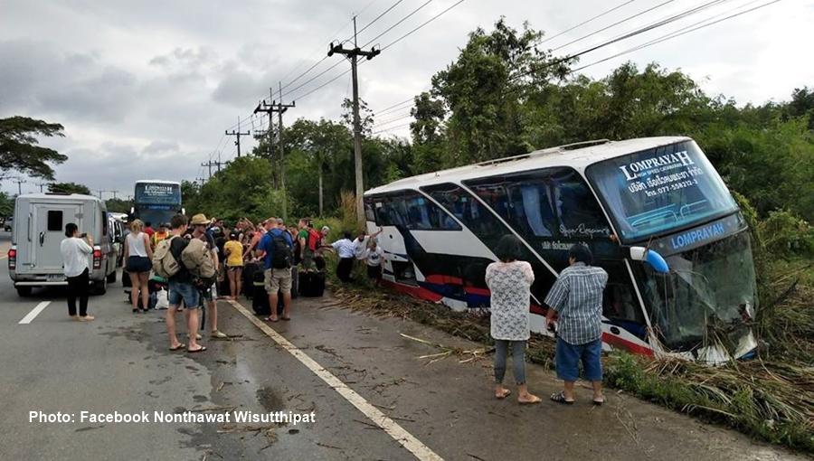 Un chauffeur de bus et son assistant ont été licenciés après avoir causé un accident sous l'emprise de stupéfiants