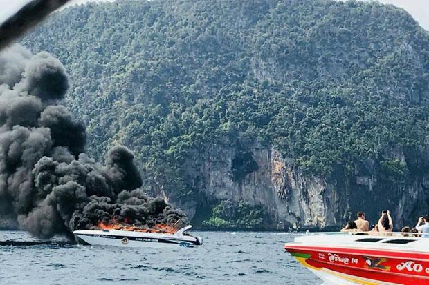 """Une personne est morte et plusieurs ont été blessées dans l'incendie survenu sur une vedette """"speedboat"""" au large de Koh Phi Phi"""