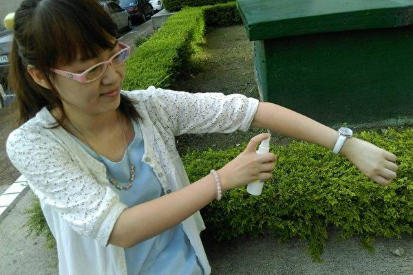 L'utilisation d'un spray répulsif est recommandée, notamment pour éloigner le moustique tigre