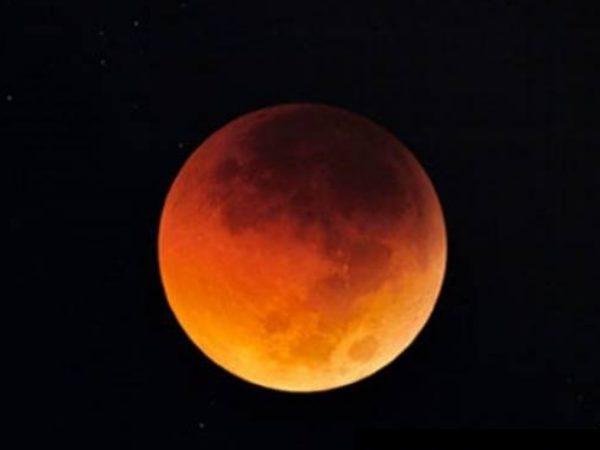 "Un phénomène rare, la ""super Lune bleue de sang"", sera visible la nuit du 31 janvier 2018 en Thaïlande"