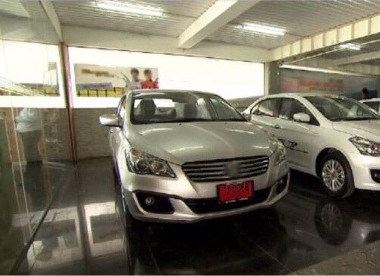 Les véhicules avec des plaques temporaires rouges devraient bientôt être interdits de circuler sur les routes thaïlandaises