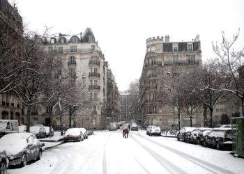 Paris sous la neige : embouteillages monstres, la tour Eiffel fermée