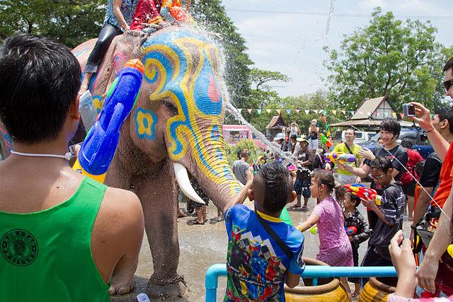 Le Gouvernement a prolongé d'une journée les fêtes de Songkran cette année, portant le total des jours de congés à cinq