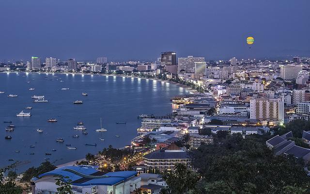 """10 ressortissants russes ont été arrêtés à Pattaya pour y avoir organisé des """"cours de sexe"""""""
