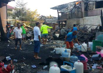 Le bilan de l'incendie sur l'île touristique de Koh Phi Phi s'élève à 9 personnes blessées et 25 bâtiments détruits