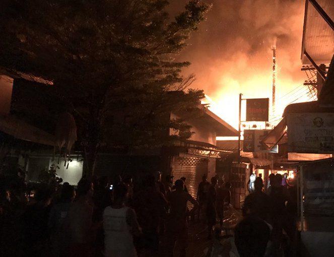 Un incendie a créé la panique sur l'île touristique de Koh Phi Phi mardi soir