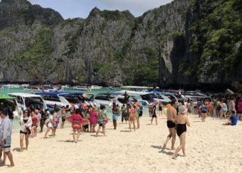 Non, les bateaux et touristes ne seront pas interdits à Maya Bay