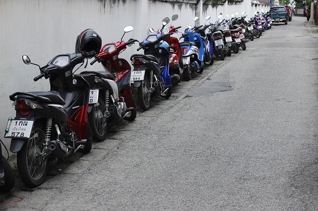 La Thaïlande envisage de changer le mode de calcul de la taxe sur la pollution émise par les deux-roues