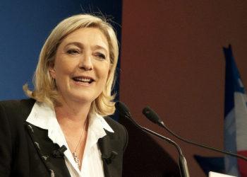 Marine Le Pen réélue à la tête du FN, changement de nom en vue
