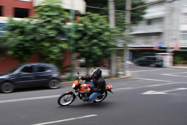 90 personnes ont été arrêtées et 74 véhicules saisis après des courses dans les rues de Bangkok