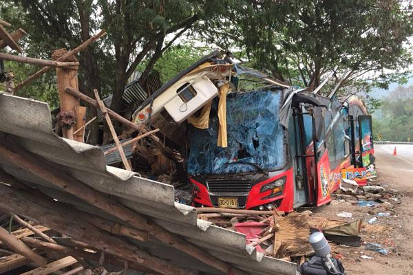 Un accident de car survenu dans la province de Nakhon Ratchasima a fait au moins 18 victimes