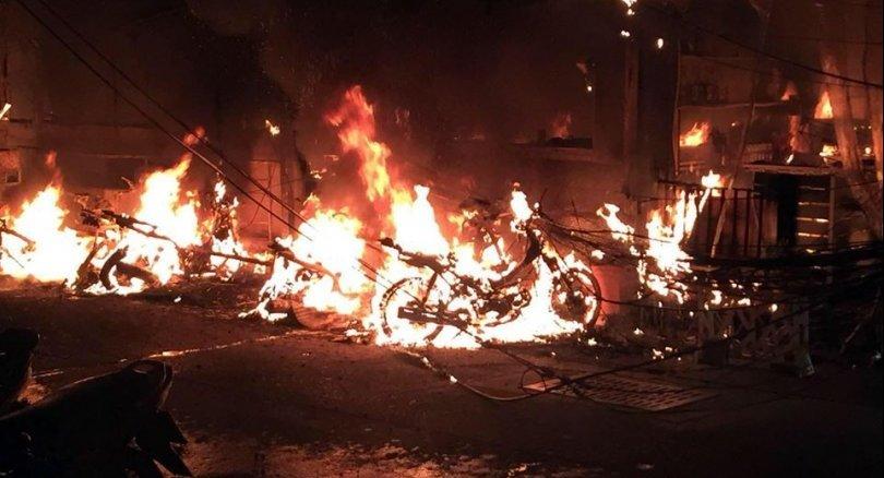 Au moins deux touristes ont été hospitalisés après un incendie survenu samedi soir dans la Walking Street de Pattaya