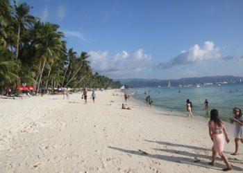 Les Philippines ferment Boracay au tourisme pour des problèmes d'égouts