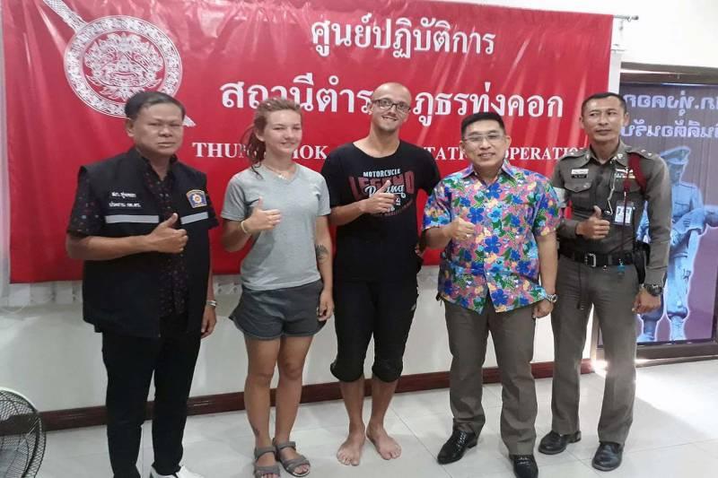 Deux touristes russes ont remercié la police thaïlandaise de les avoir hébergé