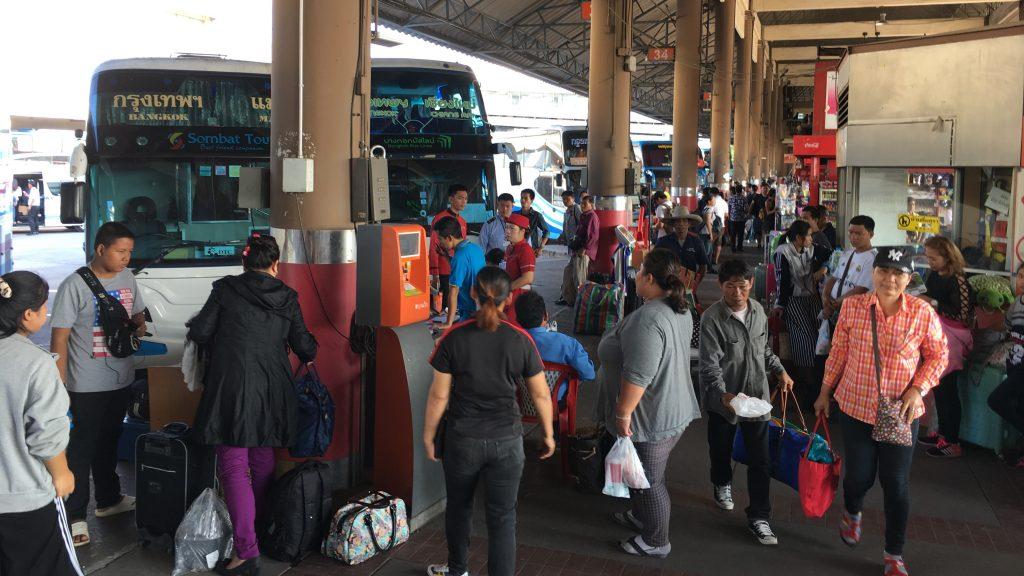 De nombreuses personnes ont déjà quitté Bangkok avant que ne débutent les congés de Songkran