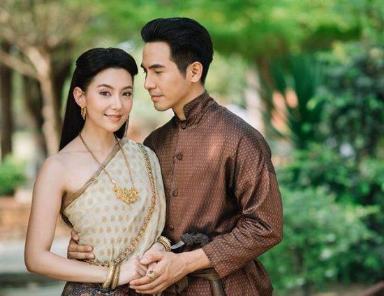Les tenues traditionnelles thaïlandaises sont au cœur du festival de Songkran cette année