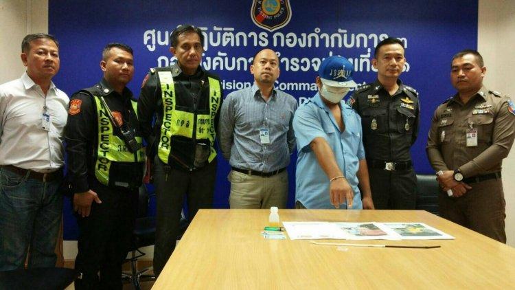 Un chauffeur de taxi a été arrêté après avoir abandonné une passagère sur l'autoroute