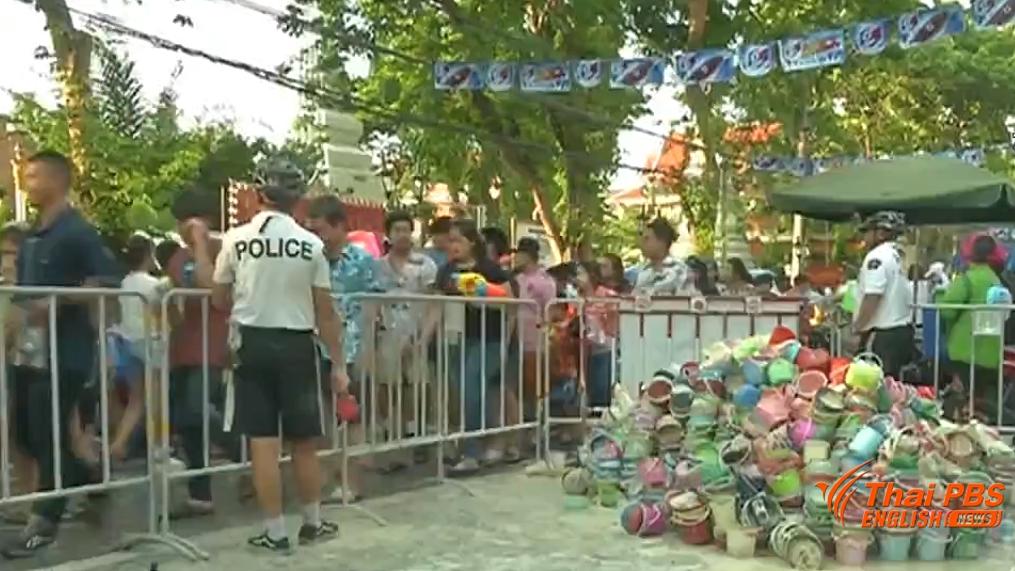 Plus de 100 tonnes de déchets ont été ramassés dans le quartier de Khao San Road après le festival de Songkran