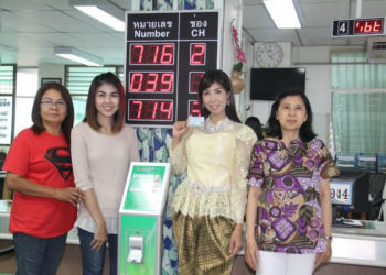 Une série thaïlandaise popularise les tenues traditionnelles pour les cartes d'identité