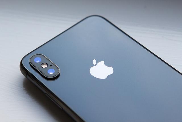 La société américaine Apple a annoncé un bénéfice de 13,8 milliards de dollats, malgré une hausse des ventes d'iPhone moins importante que prévu