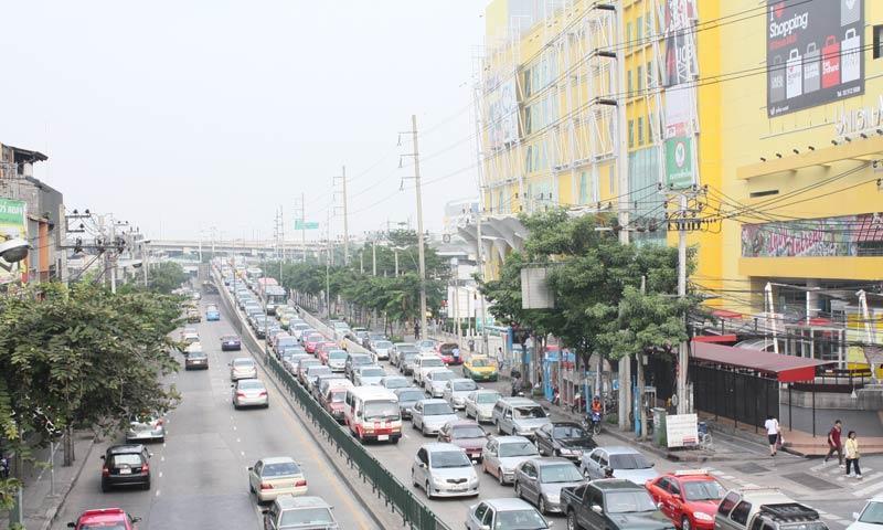 De nouveaux radars surveillants les routes de Bangkok ont détecté des milliers d'infractions à peine installées