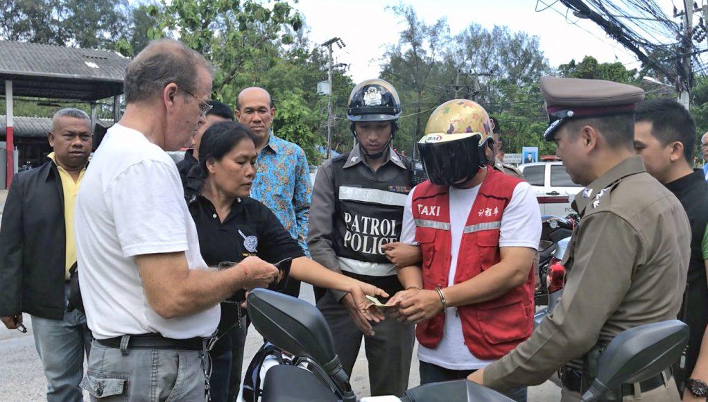 Un chauffeur de moto-taxi a été arrêté à Phuket pour avoir volé de l'argent et un iPhone à un touriste australien