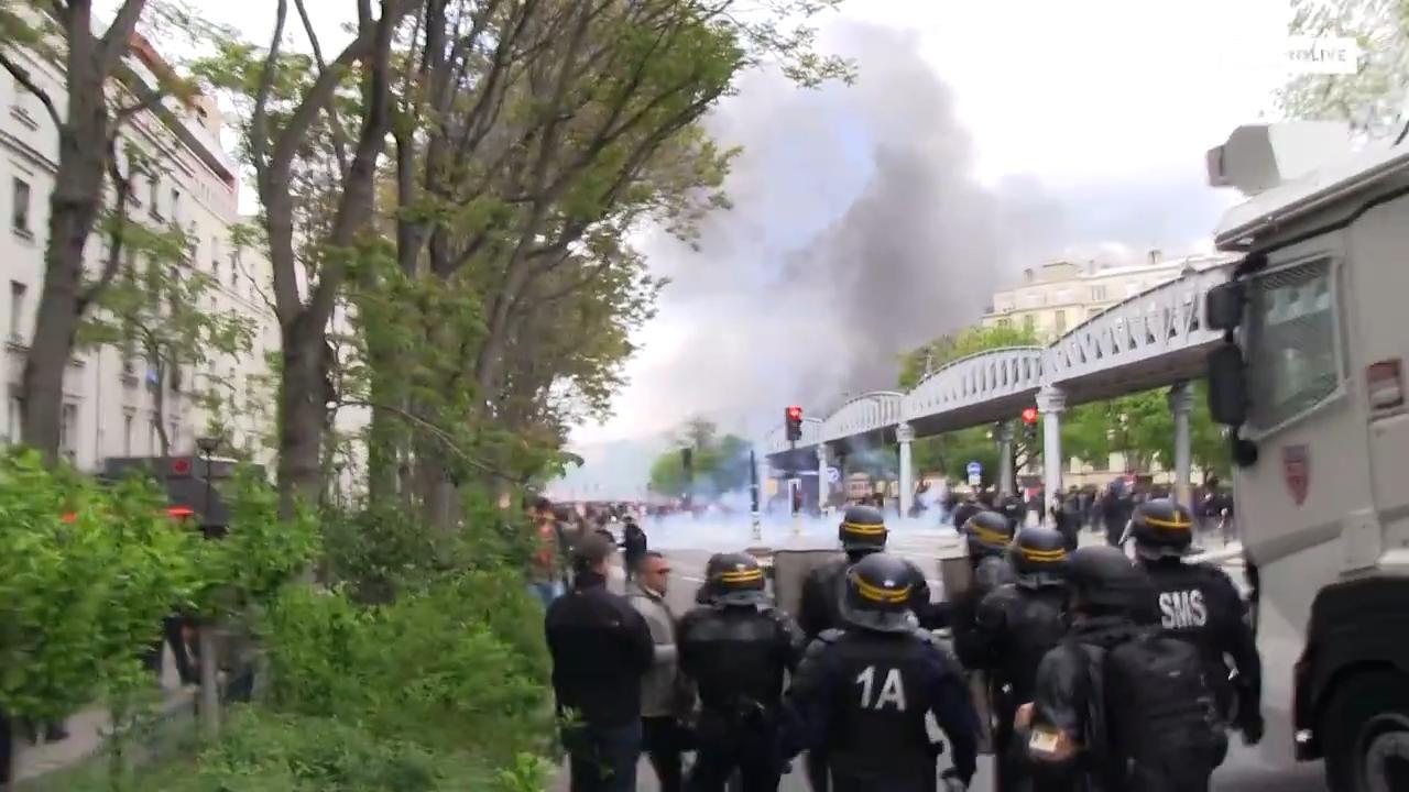 200 interpellations ont eu lieu et un policier a été blessé après des incidents survenus lors du défilé du 1er mai à Paris