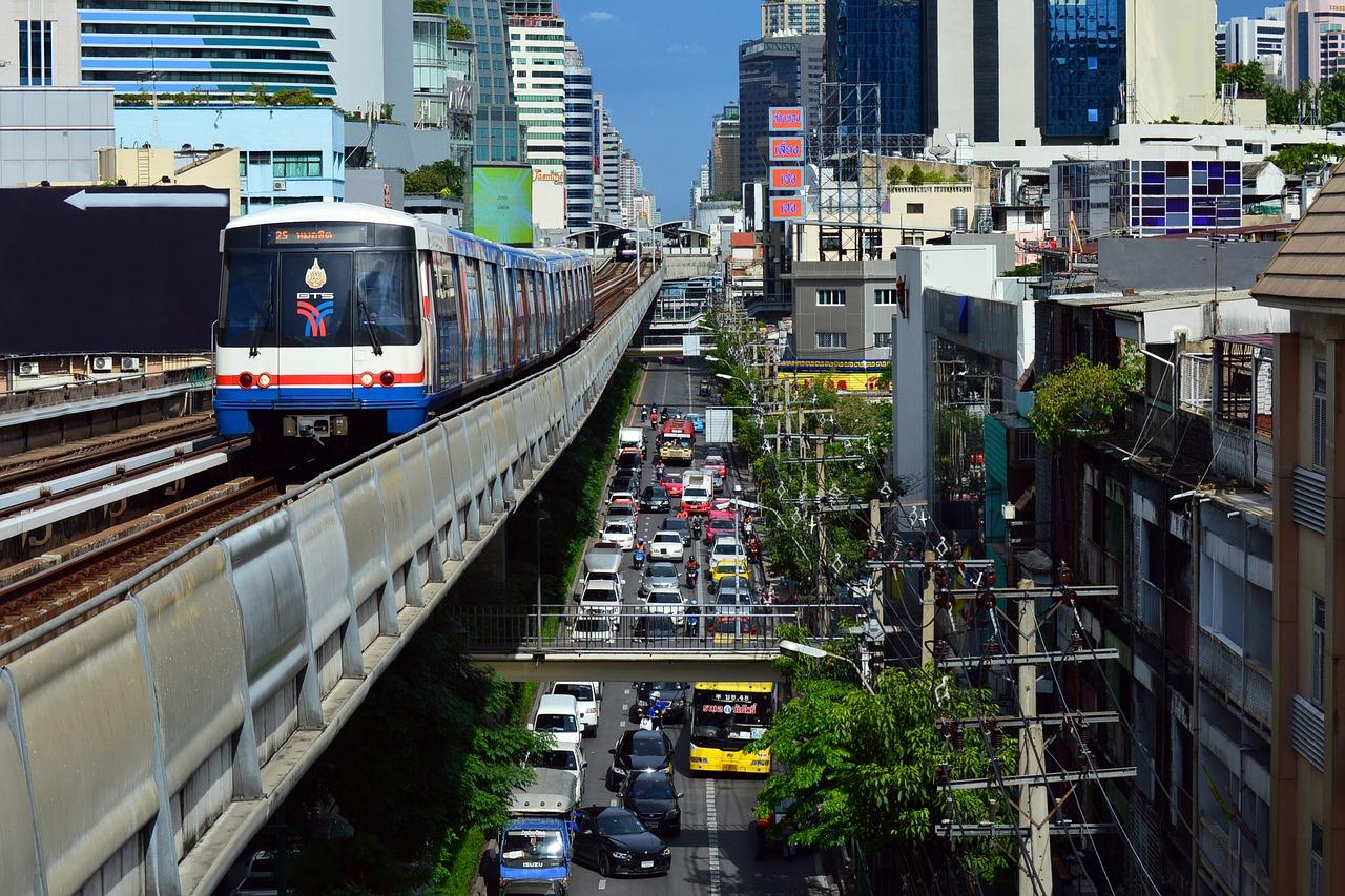 La Thaïlande va réviser la liste des professions interdites aux ressortissants étrangers