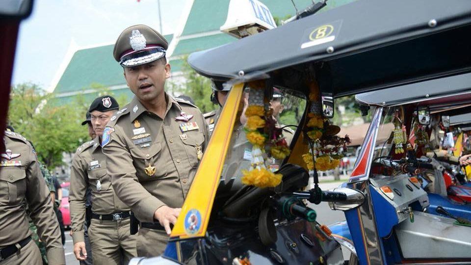 139 chauffeurs de tuk-tuks ont été arrêtés à Bangkok pour avoir arnaqué des touristes près du Grand Palais