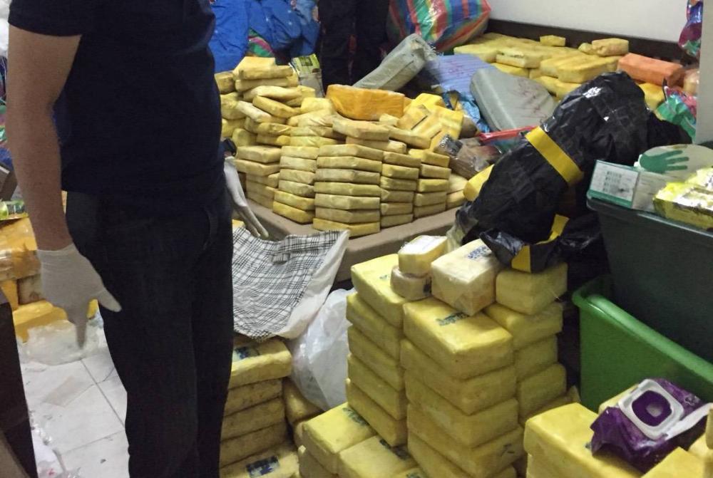 Un adolescent a été arrêté à Bangkok en possession de près de 9 millions de pilules de méthamphétamine et d'autres drogues