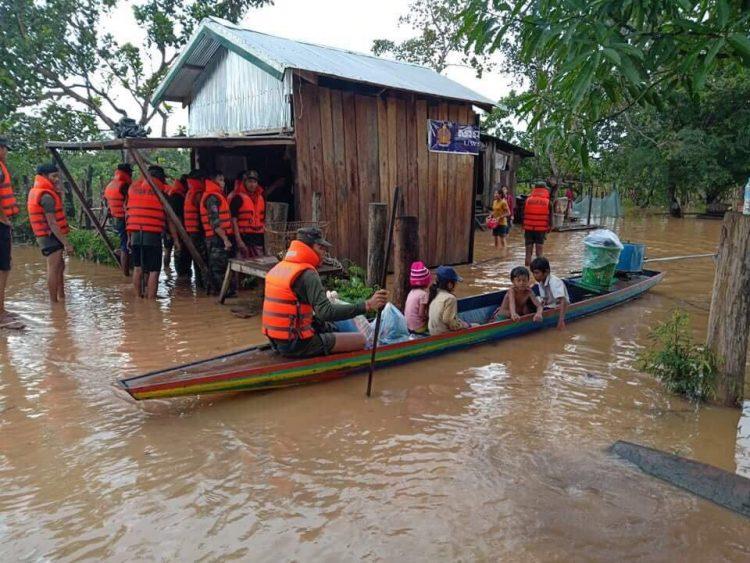 Le Gouvernement cambodgien a donné l'ordre d'évacuer 25 000 personnes vivant dans des zones inondées après l'effondrement d'un barrage au Laos cette semaine