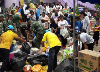 La Thaïlande offre son aide aux victimes des inondations au Laos