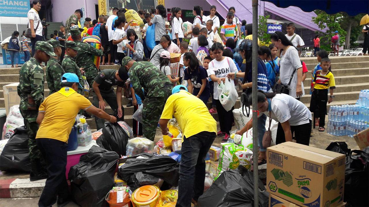 Le Gouvernement et le secteur privé thaïlandais apportent leur aide au Laos, après les inondations dans le sud du pays