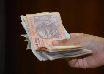 Inde : la roupie atteint un plus bas historique