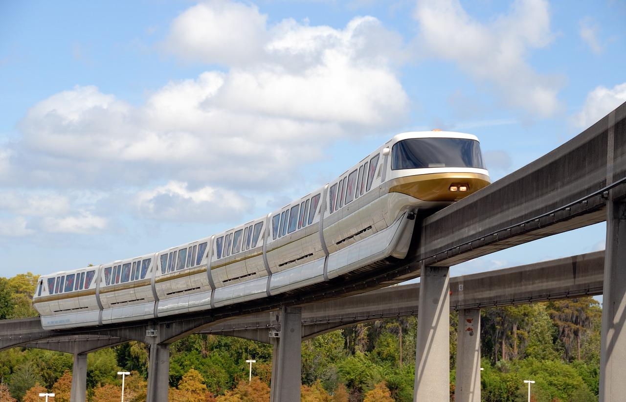 La construction des deux premières lignes de monorail de Thaïlande a débuté à Bangkok