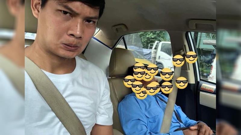 Alors qu'il tombait de sommeil, un chauffeur de taxi de Bangkok a demandé à son passager de passer derrière le volant
