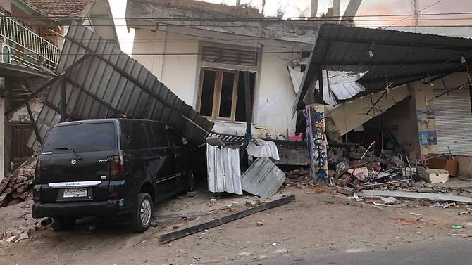 Des maisons dans le village de Pemenang, district de Lombok Nord, ont été détruites par le tremblement de terre de magnitude 6,9 qui a frappé l'île le dimanche 5 août