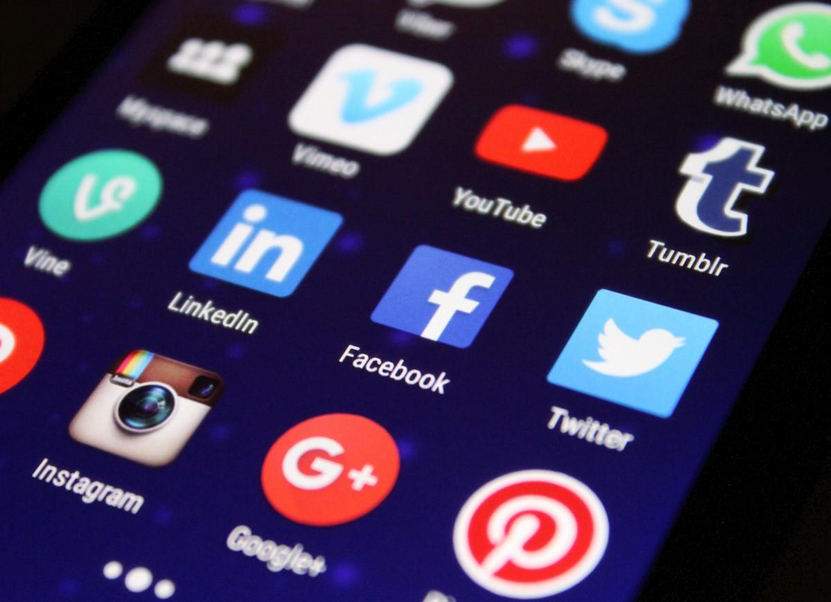 La Commission européenne a proposé un règlement lundi pour pousser les réseaux sociaux comme Twitter et YouTube à retirer les contenus extrémistes ou terroristes sous peine d'amende