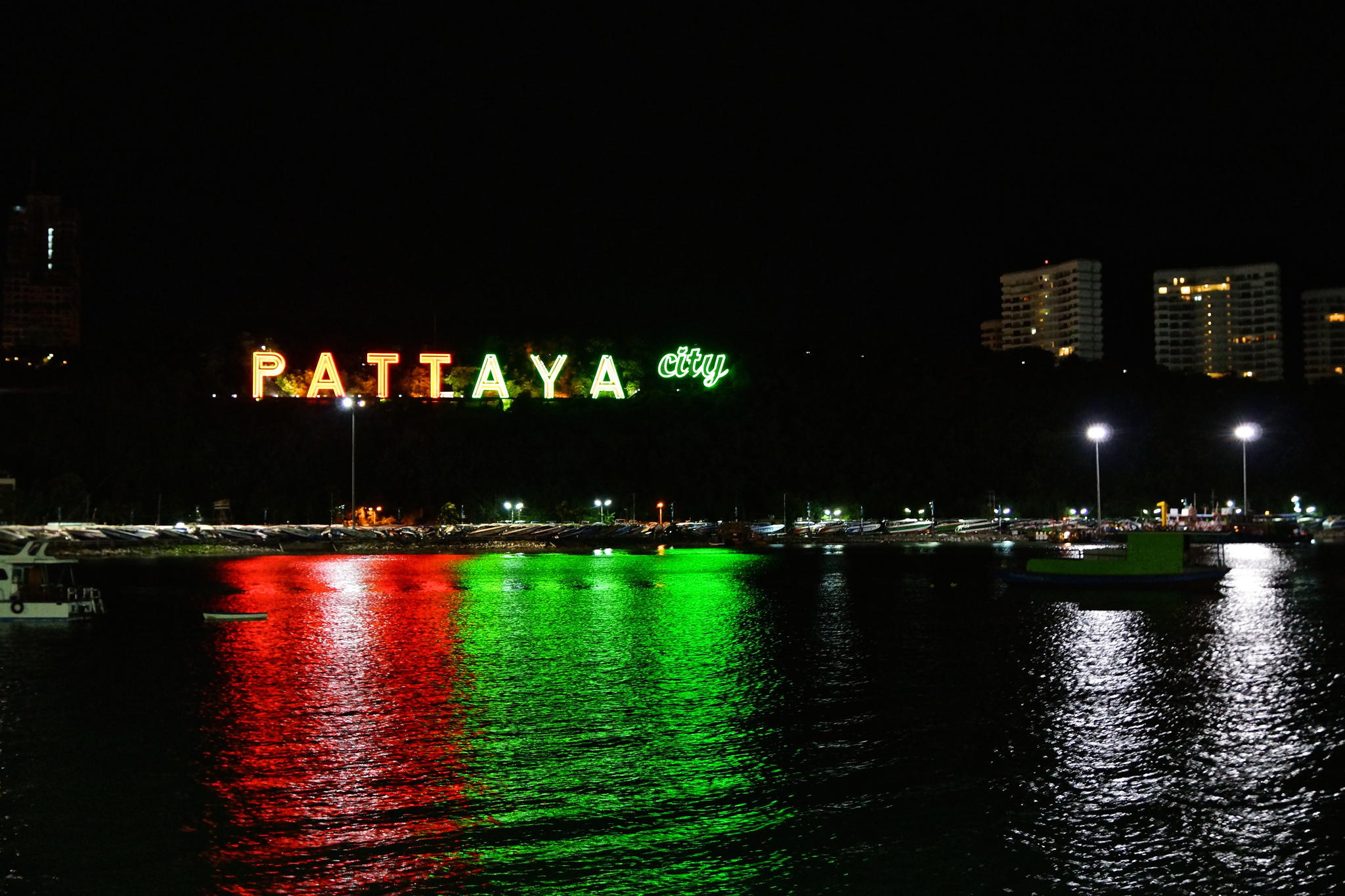 Quel est le meilleur moyen de se rendre à Pattaya depuis Bangkok, le taxi ou le bus ?