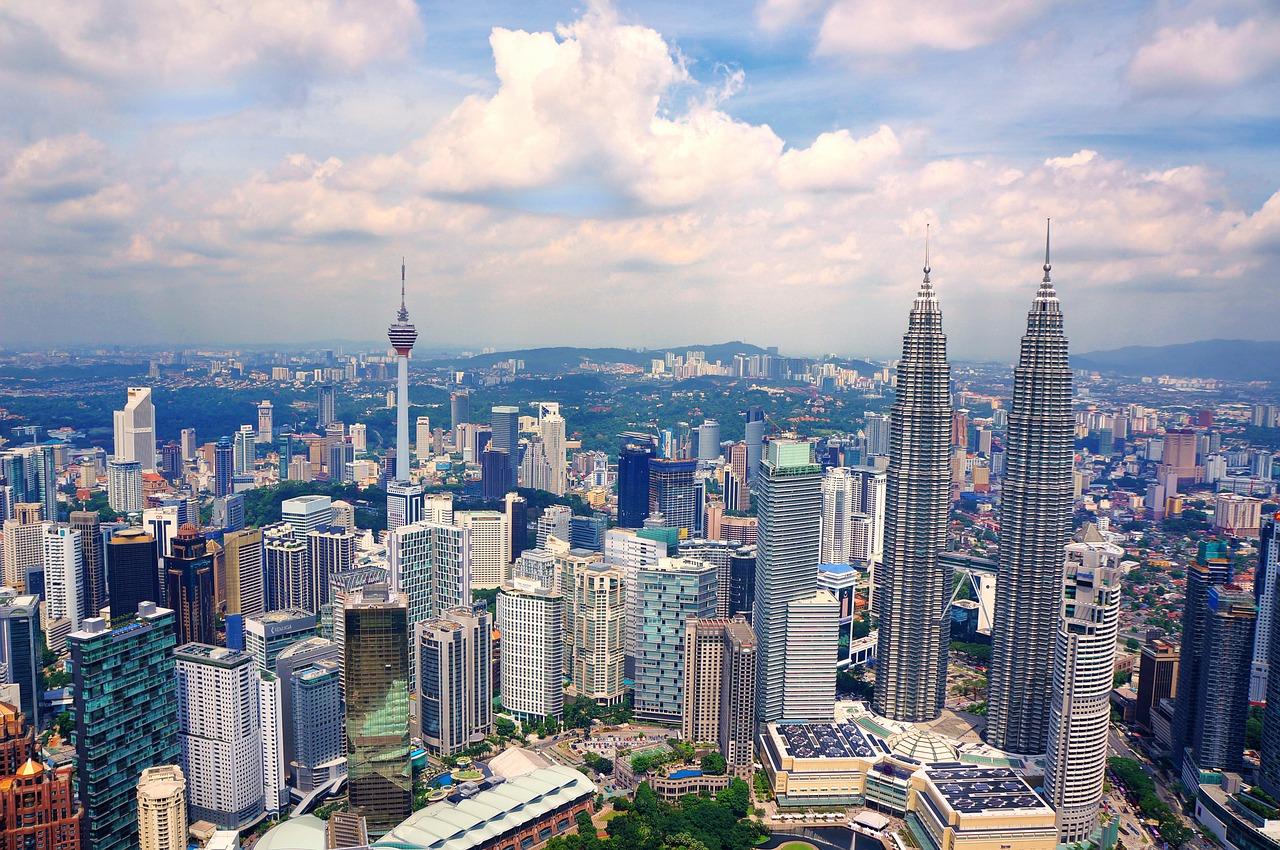 Le Gouvernement malaisien a annoncé son intention de faire passer l'âge du droit de vote à 18 ans