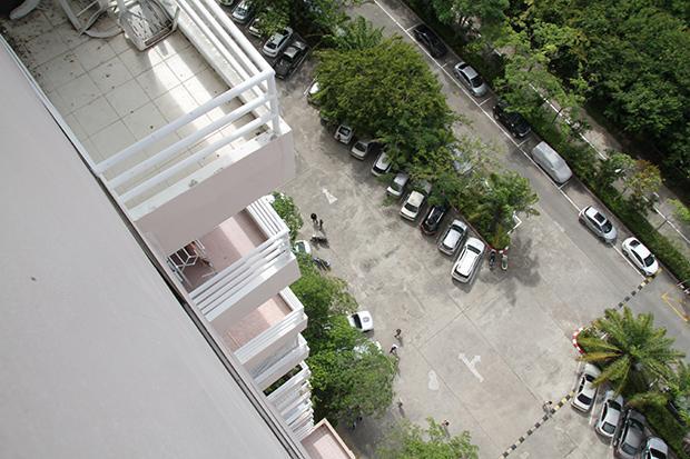 Une vue depuis le condo où le défunt Français séjournait avec son ami thaïlandais. Il a été retrouvé mort après une chute lundi matin.